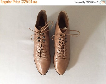 SALE...20% OFF - vintage victorian lace up boots | taupe leather lace up ankle boots | 10