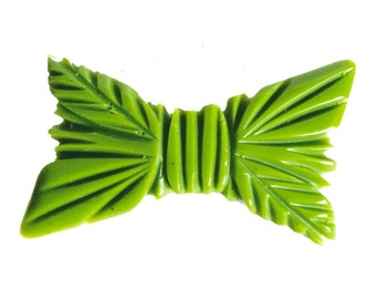 carved fab-a-lite bakelite pin brooch 1940s look - beautiful bow design
