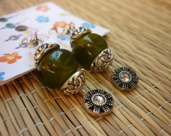 Free shipping - earrings dangle and green agate in silver and cubic zirconia