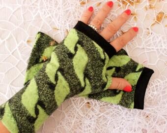 Green fingerless gloves, Green black gloves, Wool arm warmers, Green Women gloves, Green wool fingerless, Christmas gift, Green gloves