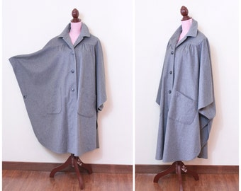 1950s VINTAGE Coat / 50s Cape / Cashmere / Wool / Grey / Dramatic