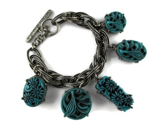 Selro Charm Bracelet / Selini Blue Molded Thermoplastic Toggle Bracelet/ Chunky Floral Charms