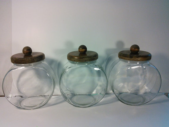 vintage round glass canister set with wooden lids glass candy. Black Bedroom Furniture Sets. Home Design Ideas