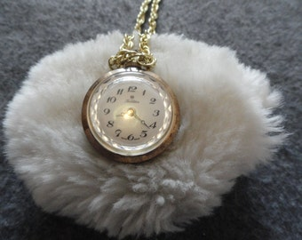 Pretty Swiss Made Fieldston Wind Up Vintage Necklace Pendant Watch