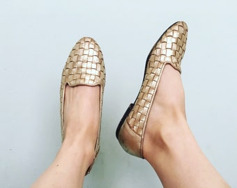 Gold Woven Loafers // 6 US / 36 Eur / 4 UK // Leather // Metallic // Womens // Vintage // 90s 1990s // Minimalist // Flats // Shoes