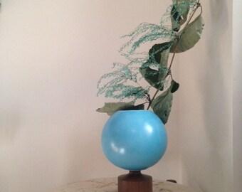 blue porcelain globe vase