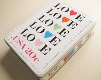 Love stamp stationery set. Valentine gift. Tin box. 20 stationery sheets/10 envelopes + 8 cards/envelopes. 1995. USPS