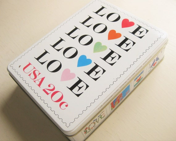 Love stamp stationery set. Valentine gift. Tin box. 20 stationery sheets/10 envelopes + 8 cards/envelopes. 1995. USPS