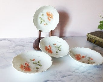 POPPY DESIGN SET of 4 Bowls, Very Vintage White bowls with Orange Poppy Flowers, Scalloped edge bowls, Serving bowls