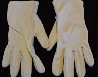 Women's vintage off white wrist length gloves with minimalist embroidery at the wrist size 6
