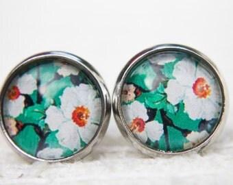 Green Earrings, Floral Earrings, Green Flower, Spring Flower, Spring Earrings, Stud Earrings, Small Studs, Post Earrings, Floral Studs