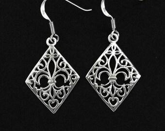 925 Solid Sterling Silver FLEUR DE LYS in Diamond Shape Earrings/Fleur de Lis and Filigree in Diamond/Vein