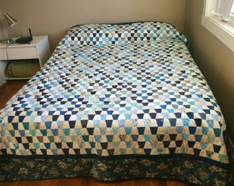 Queen-Size Tiny Tumbler Blue and White Quilt