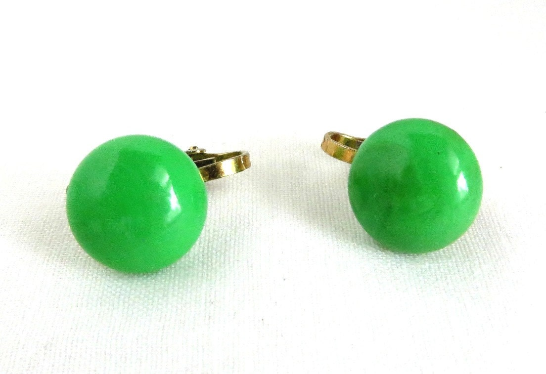 hong kong button earrings vintage green by leesvintagejewels