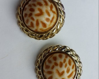Retro speckle plastic and gold clip on earrings