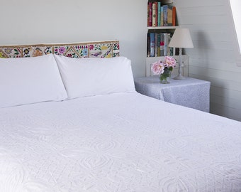 WHITE APPLIQUE BEDSPREAD - Organdie backed