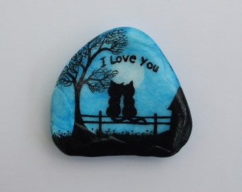 Cat Painting, I Love You Gift, Valentines Cats, Painted Shell, Cat Art Love, Painted Rock, Black Cats Moon, Romantic Art, Hand Painted Shell