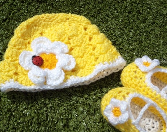 Daisy Chain Hat & Dolly Shoe Set