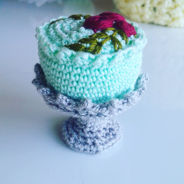 Crochet Food Amigurumi Cake and Plate PDF Pattern
