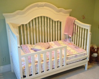 SOLD** 4 in 1 bed (Crib, Toddler, Day Bed, Full bed)