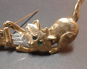 Vintage gold and silver kitty cat brooch.  Vintage cat pin. Emerald green rhinestone eyes cat pin. Emerald.eyes