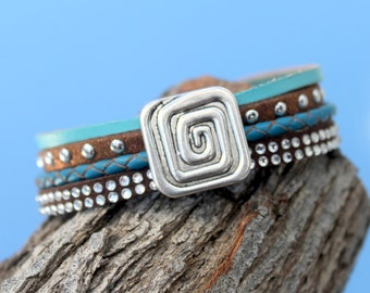small multistrand Bracelet with mixed materials and metal beads
