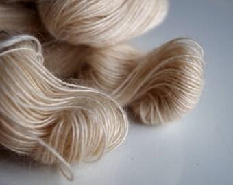 Skin: White Mohair Yarn (105g)