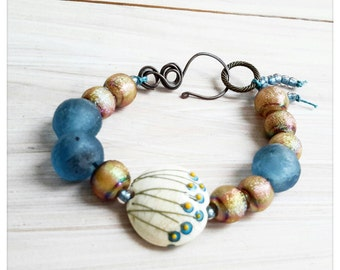 Blue flower beaded bracelet - lampwork glass bracelet - blue and gold bracelet