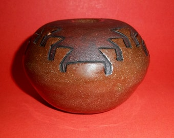 NAVAJO POTTERY LAMP Oil Vase Brown Clay Hand Coiled Pueblo Glazed Unsigned Handmade Vintage Native American Folk Art Small Round Traditional