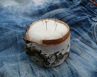Needle bed of birch bark