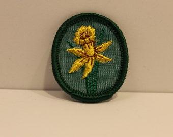 Vintage Daffodil Girl Scout Troop Crest Patch (1) -  merit badge flower kjallraven Hershel