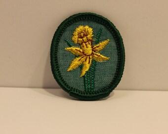 Vintage Daffodil Girl Scout Troop Crest Patch (1) - retired modern merit badge flower