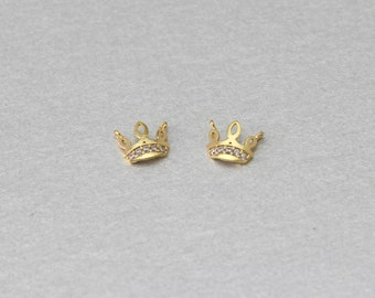Crown Brass Pendant . Polished Gold Plated . 10 Pieces / C2086G-010