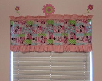 Minnie Mouse curtains / ruffle / polka dot / valance