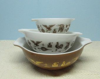 Pyrex Americana Bowls ~ Set of 3 Nested Bowls ~ Cinderella Bowls ~ Early American Handled Bowls ~ Brown with Roosters ~ Circa 1960's