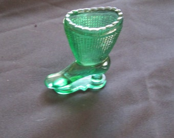L E Smith Victorian Glass Boot Match Stricker