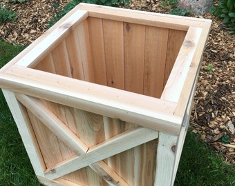 Cedar planter box/Planter/Wood planter/Cedar box/Outdoor wood planter/Outdoor garden box/Patio box