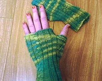 Green & Gold Mitts, braid design