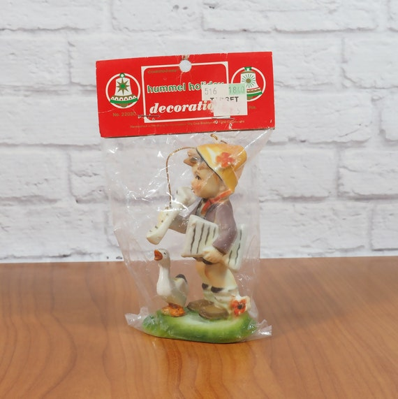 Hummel Reproduction Ornament / Paperboy And By