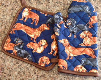 Weiner dog print quilted/insulated oven mitt and pot holder set