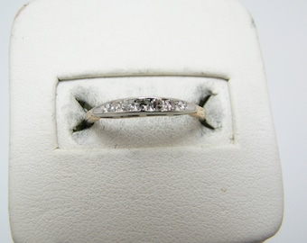 Vintage 7 Diamond Wedding Band in 14k Yellow Gold
