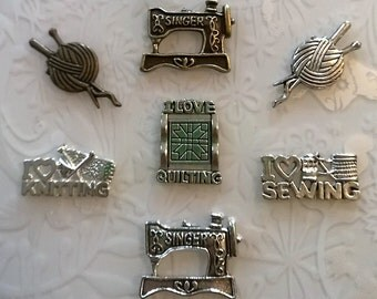 Singer sewing machine badge pins~quilting badge~knitting pins~bronze~tibetan silver