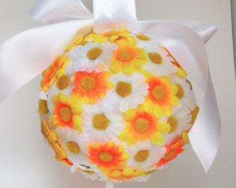 Gerbera daisy kissing ball, flower girl kissing ball, daisy kissing ball, bridesmaid ball, wedding flowers, wedding decor, rustic wedding
