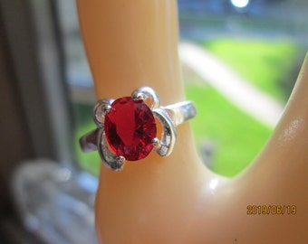 Beautiful Designer 1.21ctw Red Ruby Sterling Silver 925 Retro Ring Size 6,5, Weight 2 Grams