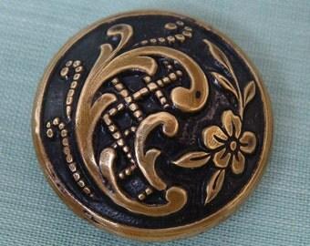 Art Nouveau - Brass antique sewing button - - Paisley design - bouton art nouveau