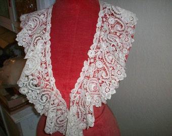 Antique lace collar Point de Gaze 1800s antique lace with duchesse lace