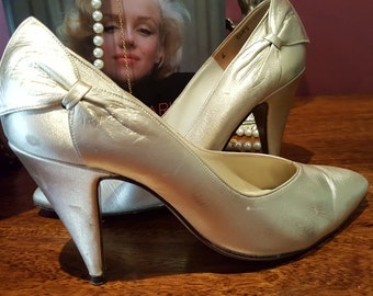 Alan Pinkus Soft Gold Bow Detail All Leather Vintage Heels Pumps size 6