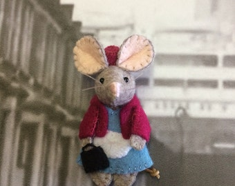 Midwife mouse brooch