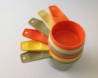 Set of 6 Tupperware measuring cups harvest colors, multicolored, 1970s green orange yellow
