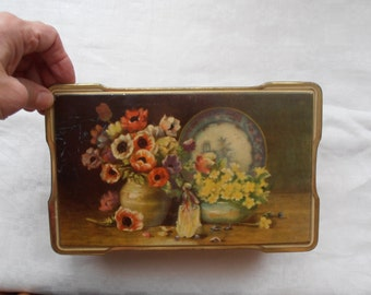 A French vintage decorative tin box